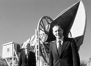 Arno Penzias and Robert Wilson standing in front of the Bell Laboratories radio telescope